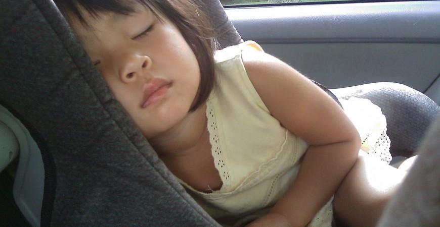 Viajar con bebés: cómo colocar correctamente la sillita infantil